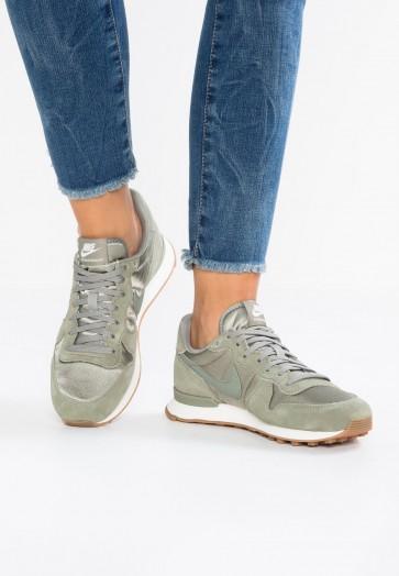 Nike Footwear Internationalist - Chaussures de Sport Basse/Faible - Gris Stuc Foncé/Voile/Brun Moyen - Femme