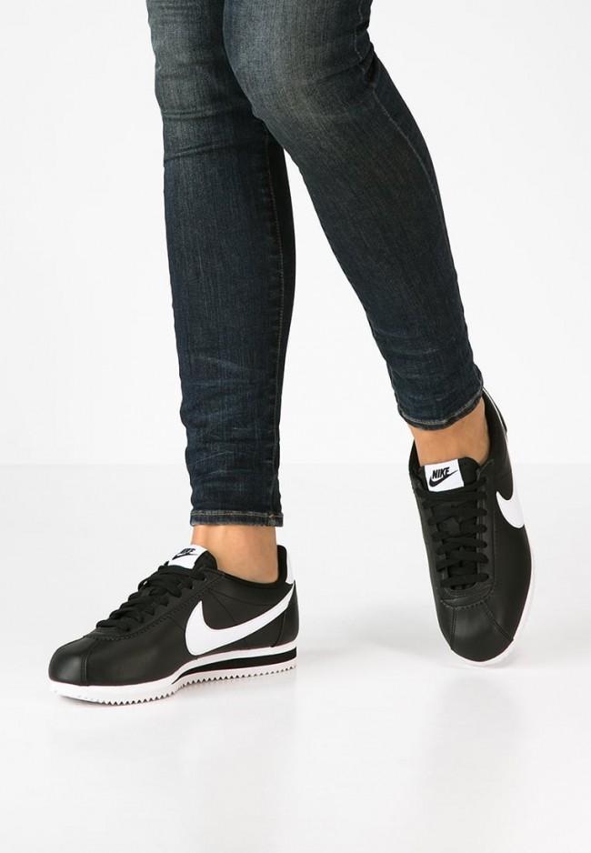 the best attitude f15ea 83ff5 Acheter Pas Cher Nike Footwear Classic Cortez - Chaussures de Sport  Basse Faible - Noir Blanc - Femme Pas Cher en France