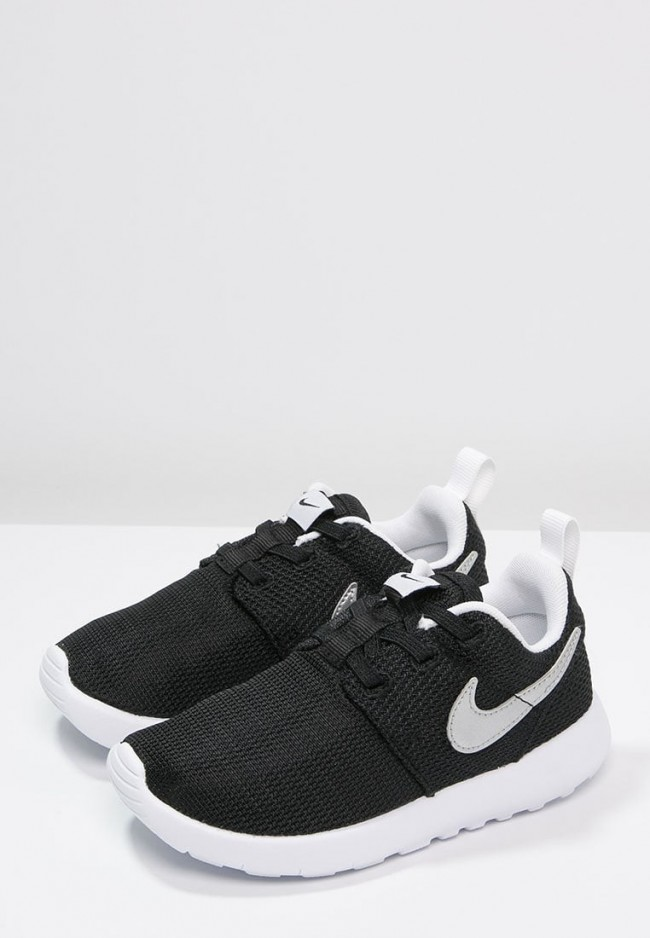 sale retailer 3535f 25a10 Toute la Nouvelle Collection Nike Footwear Roshe One - Chaus