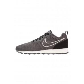 Nike Footwear MD Runner 2 Eng Mesh - Chaussures de Sport Basse/Faible - Noir/Vert Foncé/Voile - Femme/Homme