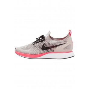 Nike Footwear Air Zoom Mariah FK Racer PRM - Chaussures de Sport Basse/Faible - Noir/Blanc/Rouge Solaire/Gris Charbon - Femme