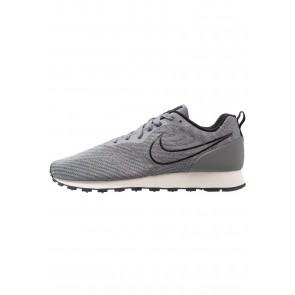 Nike Footwear MD Runner 2 Eng Mesh - Chaussures de Sport Basse/Faible - Gris Frais/Noir/Blanc - Homme